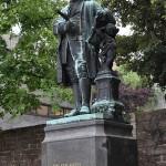 pomnik-Bach